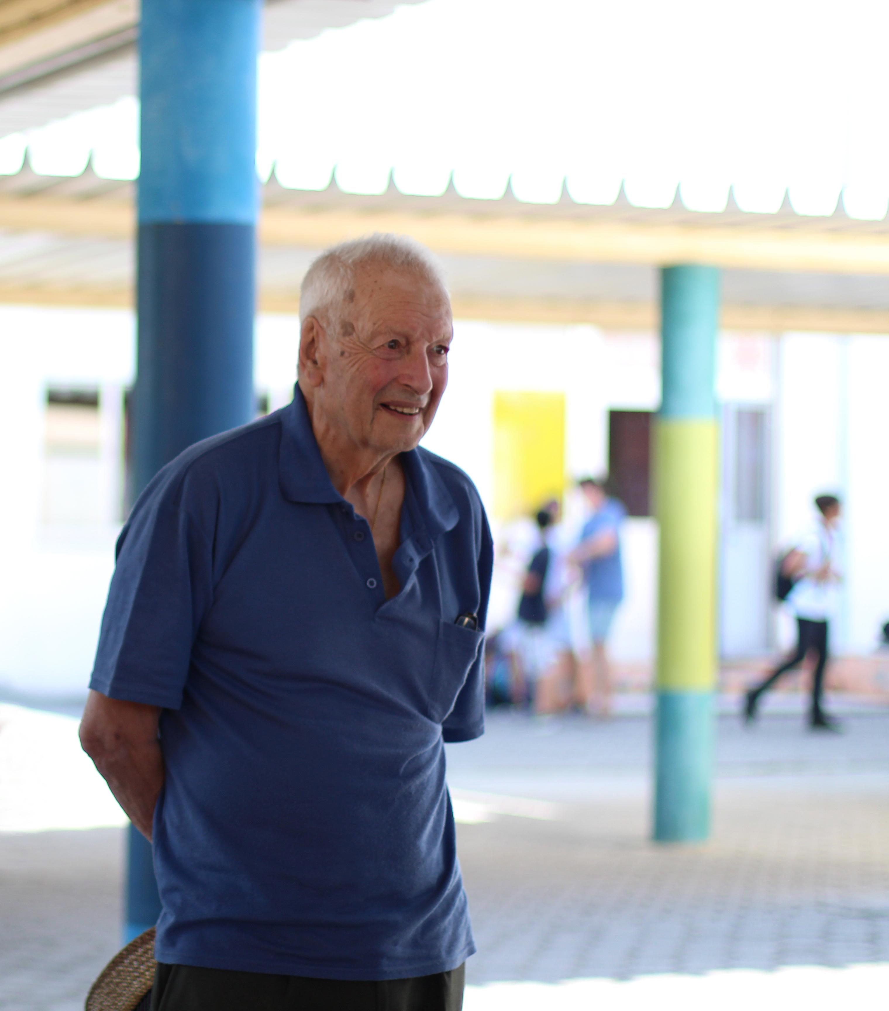 Agrupamento de Escolas de Arganil felicita Prof. Mendes Ferrão pelos seus 90 anos